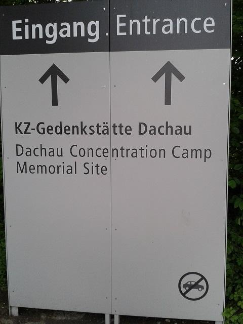 Panneau à l'entrée de Dachau
