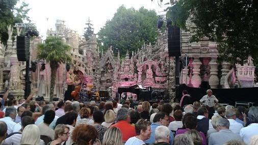 Au Palais idéal pour le concert de Maxime Le Forestier