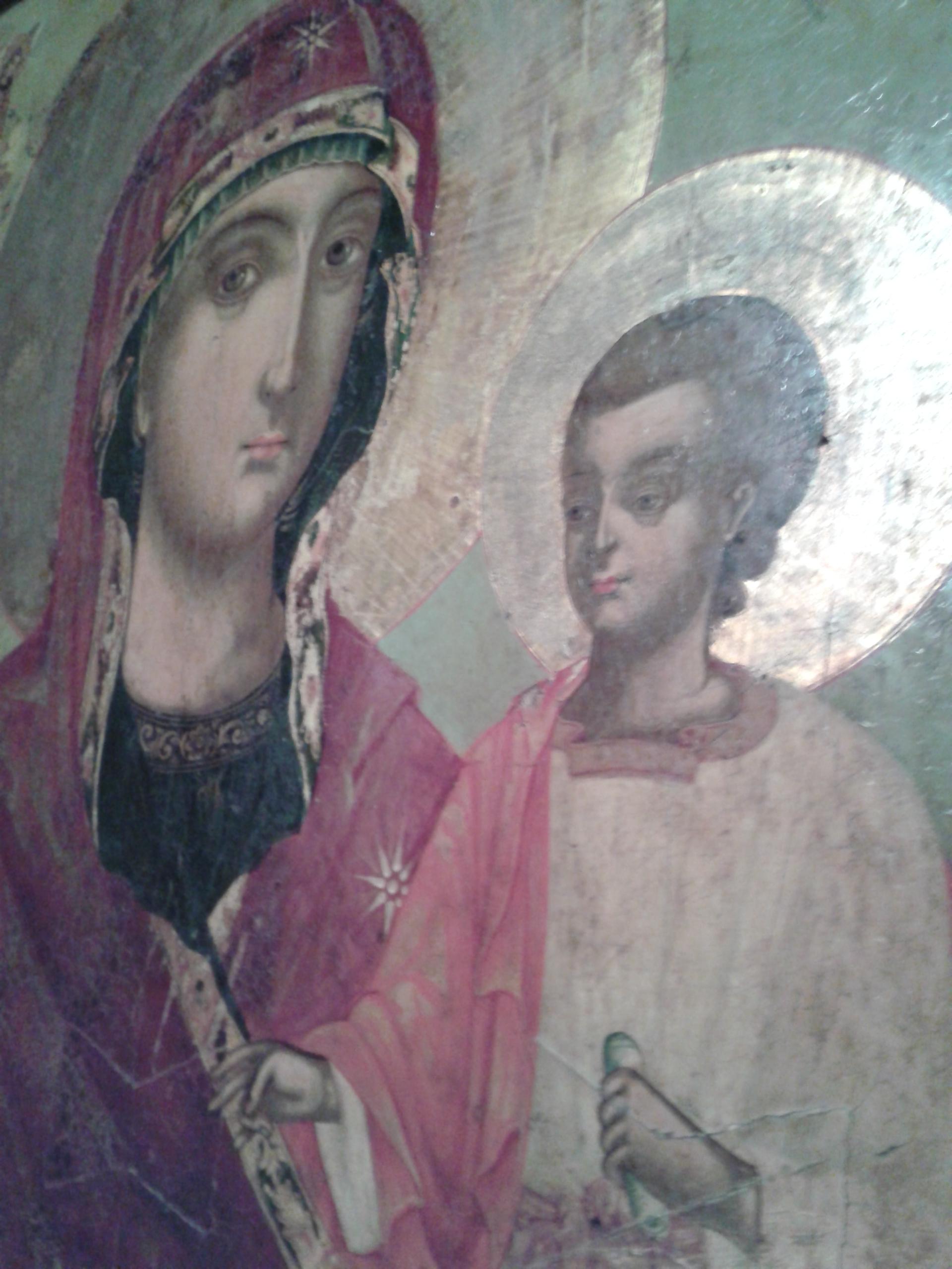 L'icône de la Vierge Marie vue de droite