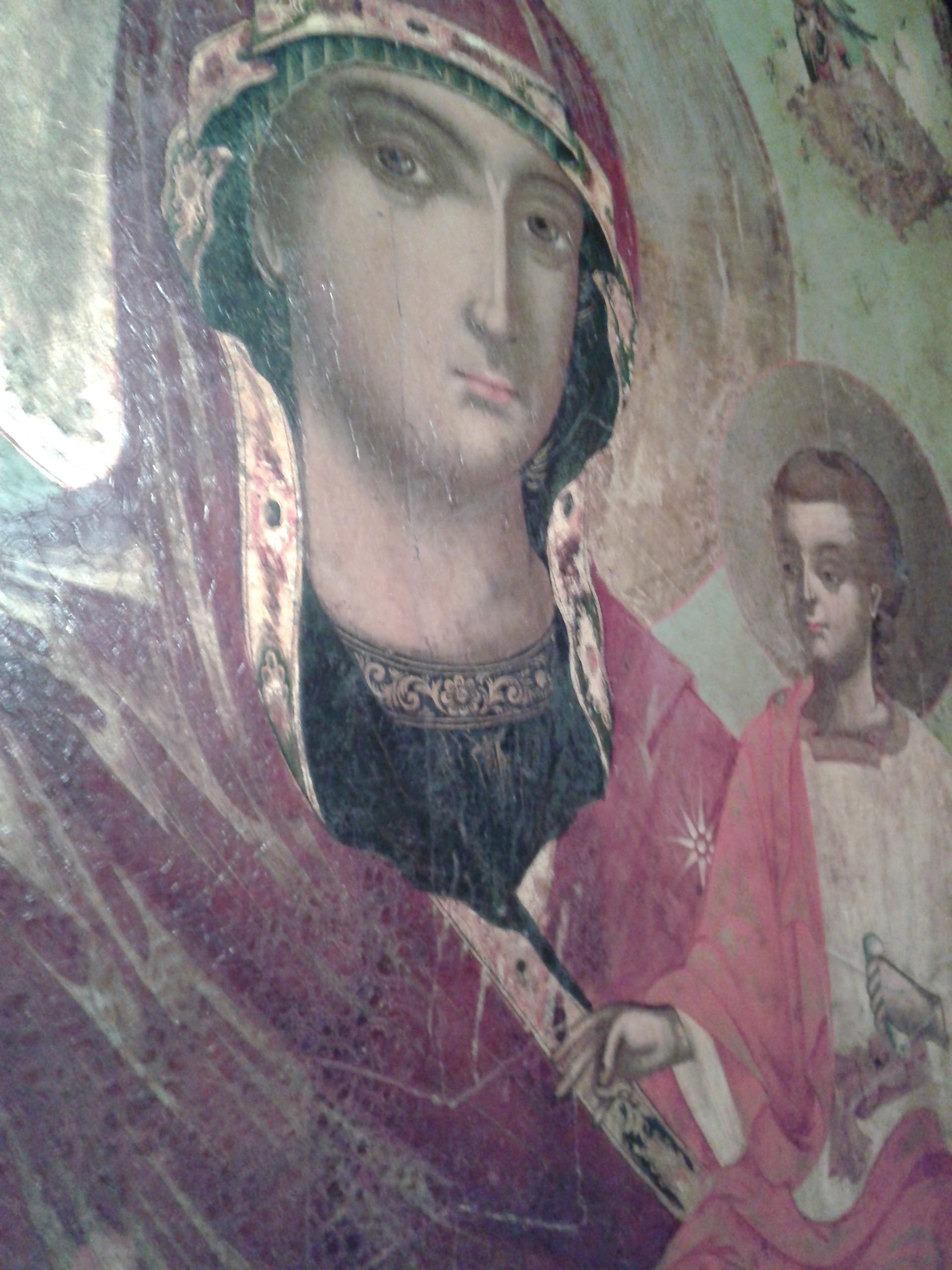 L'icône de la Vierge Marie vue de gauche