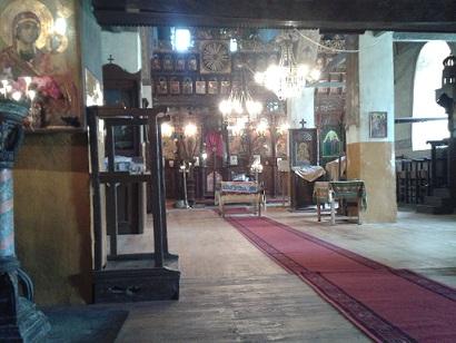 Dans l'église Saint-Nicolas Letni à Goumoshtnik