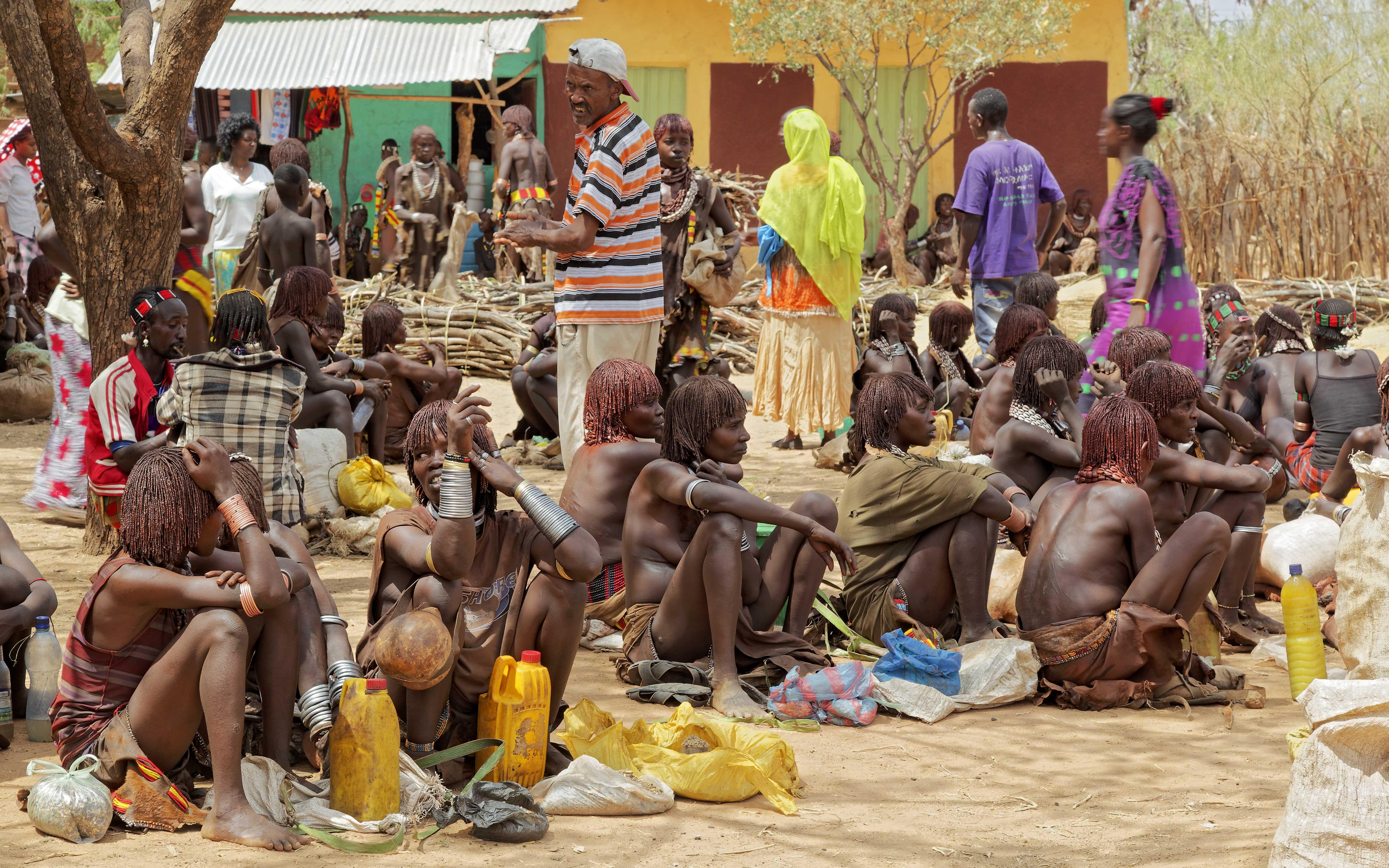 Les peuples hammer sur le marche a Turmi, Ethiopie