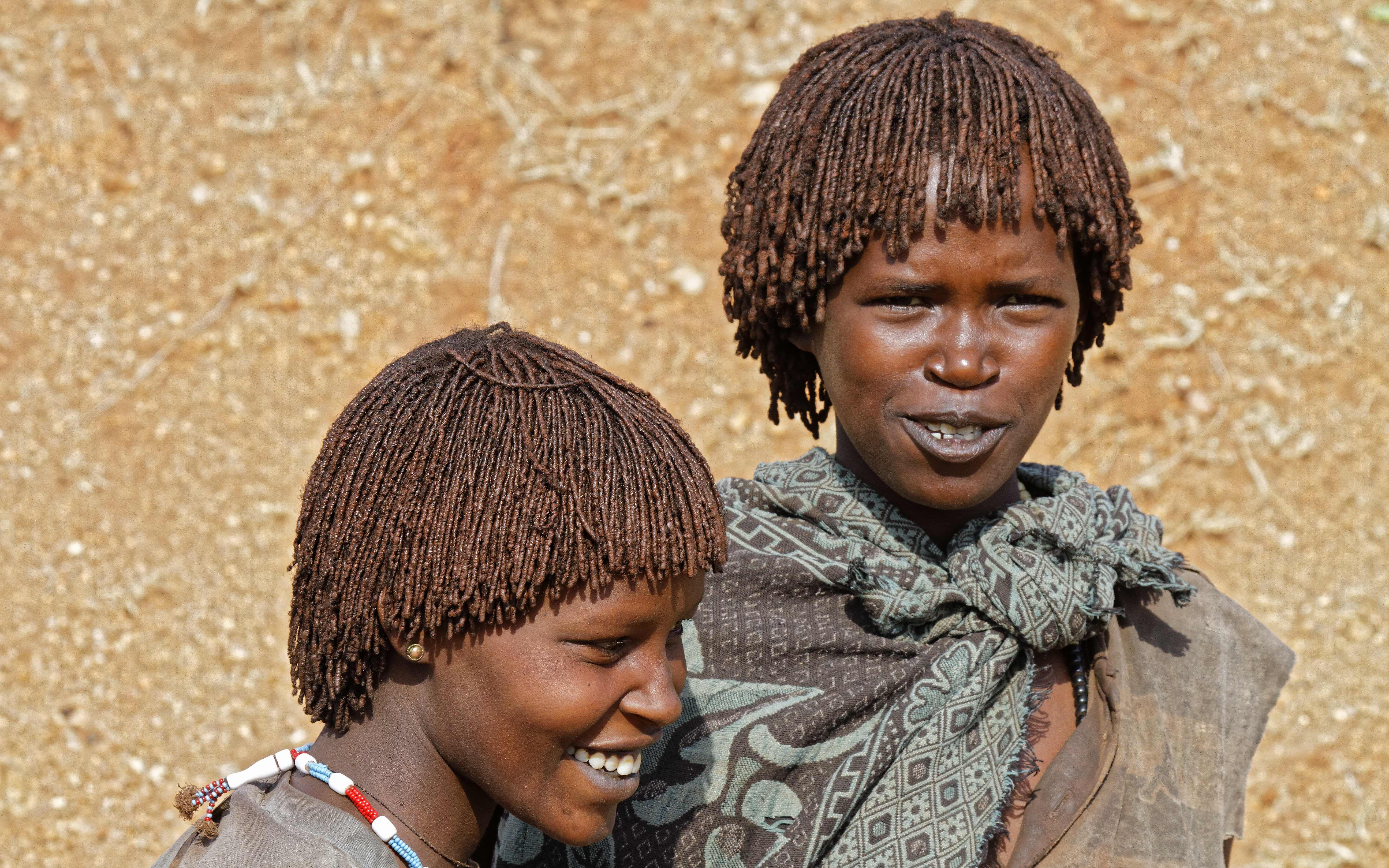 Jeunes filles de Tribu Benna dans la vallee de l'Omo